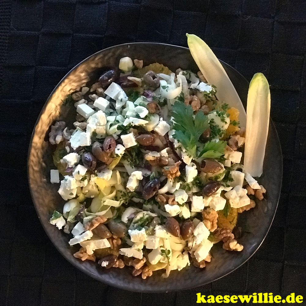 Chicorée Salat mit Feta, Orange & Walnüsse