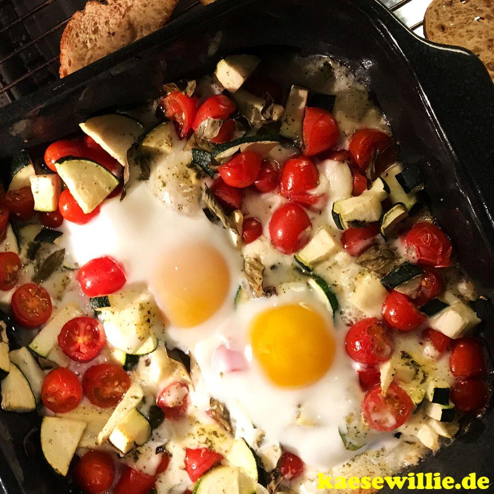 Gebackener Tomaten-Zucchini-Feta mit Ei