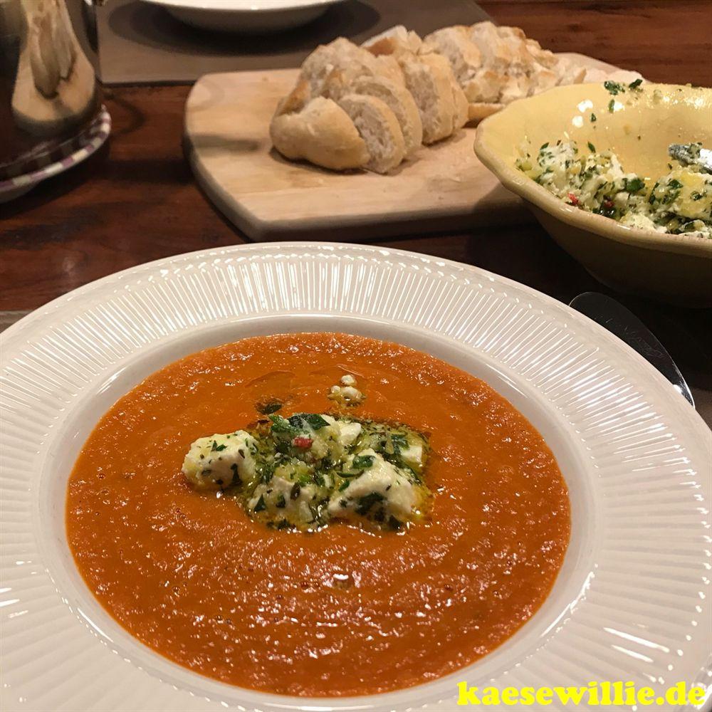 Exotische Tomatensuppe mit eingelegtem Feta
