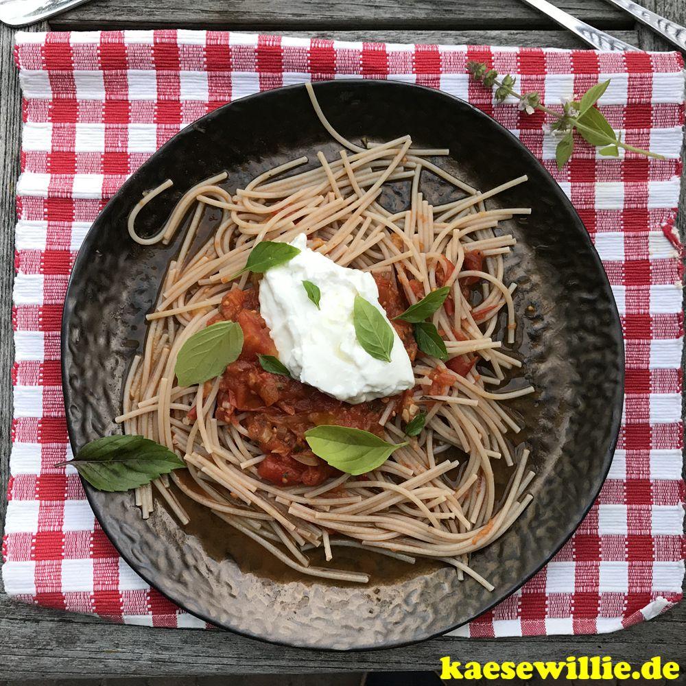 Spaghetti mit Fenchel-Cherrytomatensauce und Burrata
