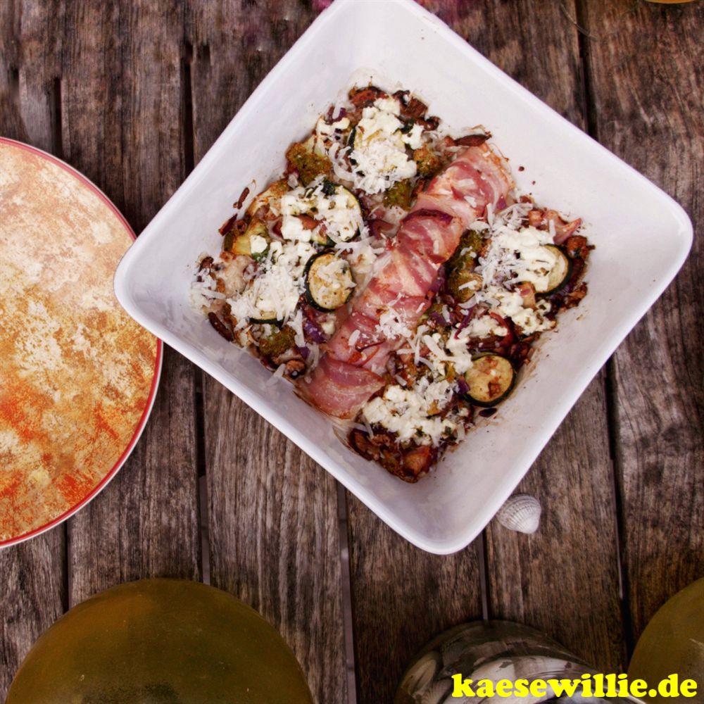 Pikanter Lachs-Gemüsepfanne mit Feta & Speck