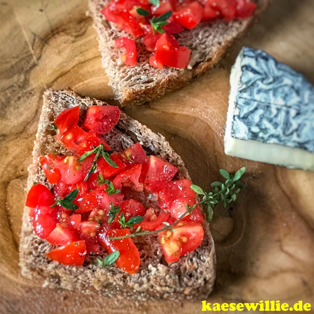 Landbrot mit Tomate und Le Cabrissac