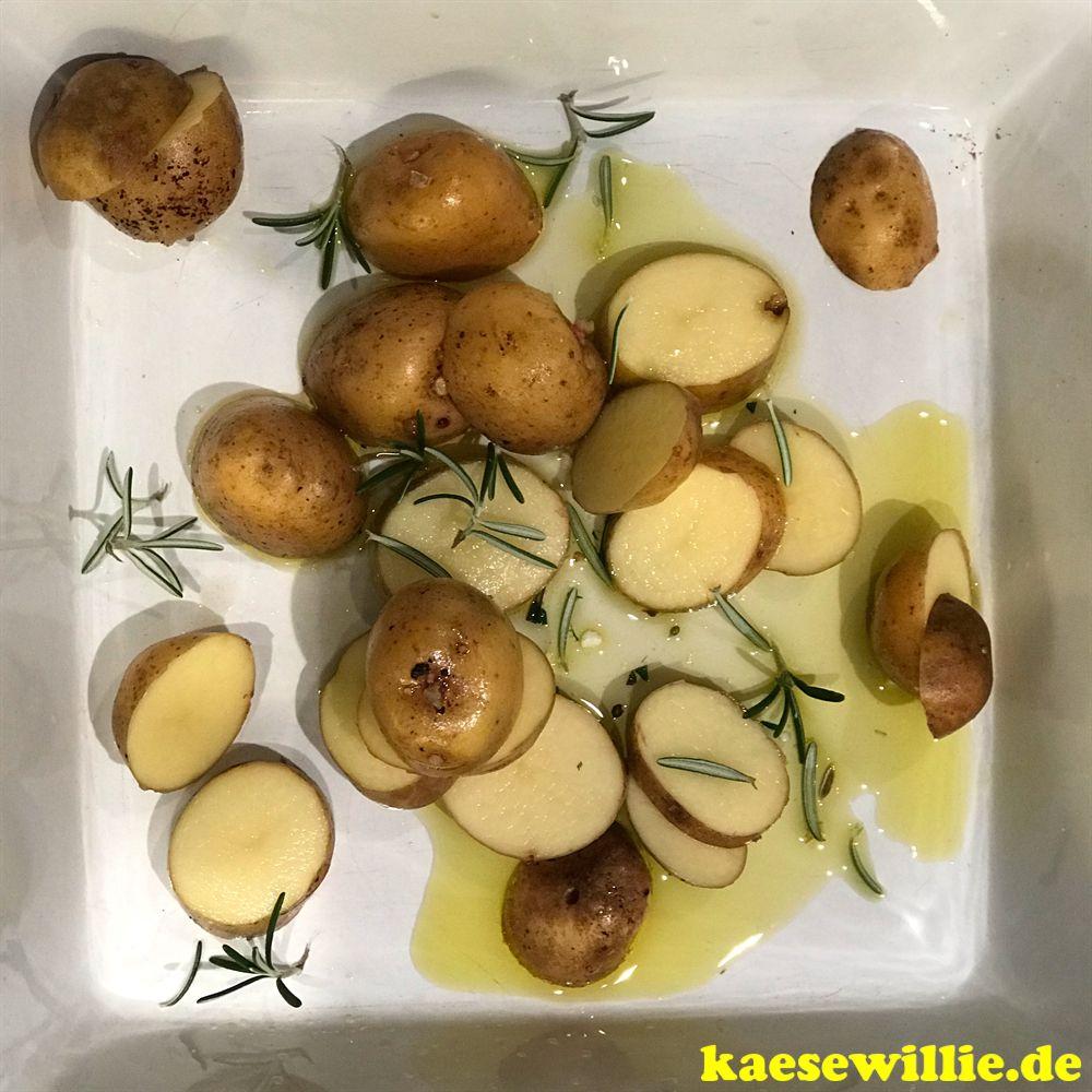 Kartoffelscheiben mit eingelegter Fetakäse