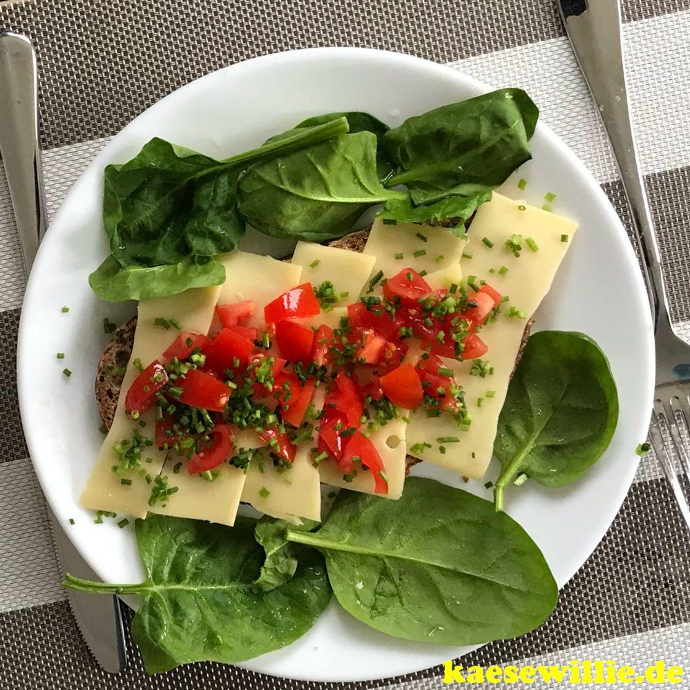 Käsebrot mit Tomaten