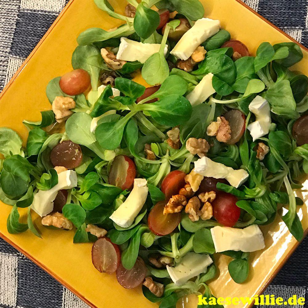 Feldsalat mit Brie Roitelet & Weintrauben