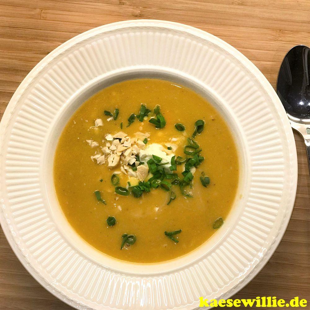 Kartoffel-Linsen-Suppe mit Erdnussbutter und Frischkäse